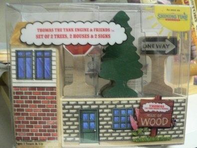 File:WoodenRailwaySetof2Trees2Houses&2Signs.png