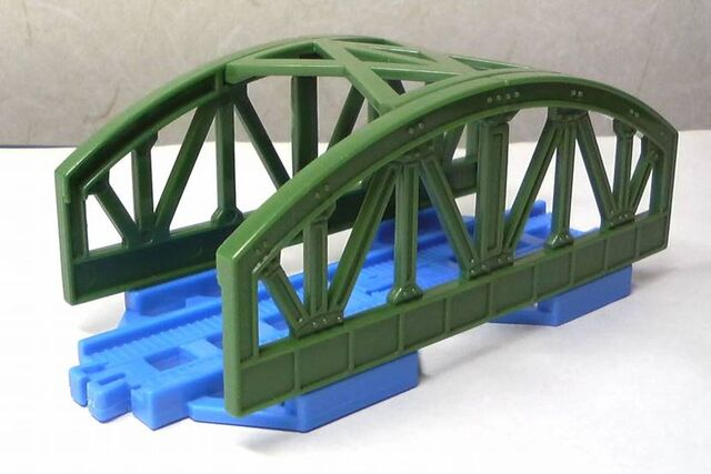 File:CapsulePlarailGreenBridge.jpg