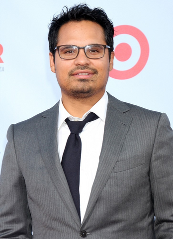 File:Michael Peña.png