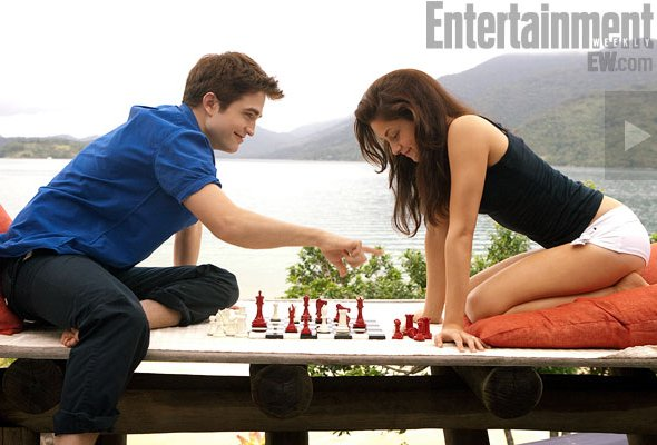 File:9-breaking-dawn-BD-2011-part one-bella and edward-chess-09.jpg