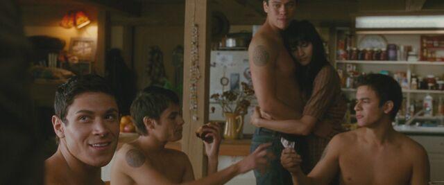 File:-The-Twilight-Saga-New-Moon-HD-Movie-Screencaps-emily-young-23851116-1920-800.jpg