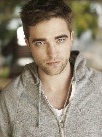 File:Robert Pattinson 50.jpg