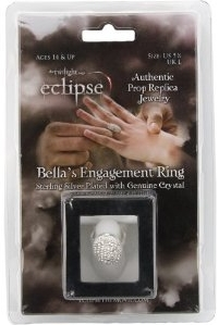 File:Bella's Engagment Ring from Edward.jpg