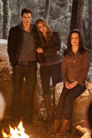 File:Rose, emmett y esme.jpg