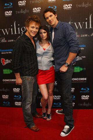 File:Twilight+Fan+Party+7J8EieUwoz0l.jpg
