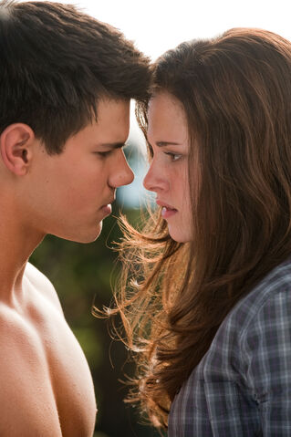 File:00bfgpcxbella and jacob.jpg