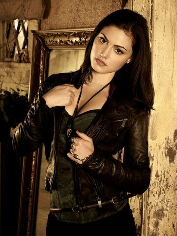 File:Women actress celebrity leather jacket secret circle phoebe tonkin 1500x2000 wallpaper www.wallpaperfo.com 68.jpg
