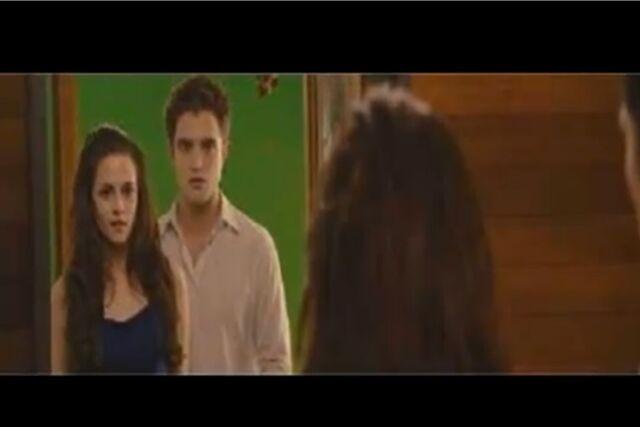 File:TS.Breaking Dawn.2.Isabella.Edward.4.JPG