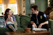 Bella-and-her-dad-charlie-swan-billy-burke-kristen-stewart-in-house-couch-eclipse-still-purple-flannel-1-