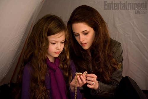 File:Bella with Renesme.jpg