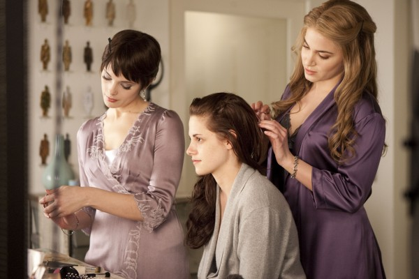 File:Rosalie-alice-bella-hair-1-.jpg