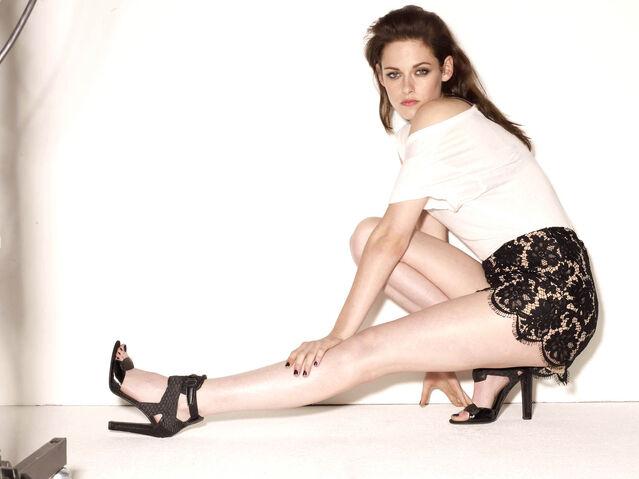File:Kristen glamour ot 2.jpg