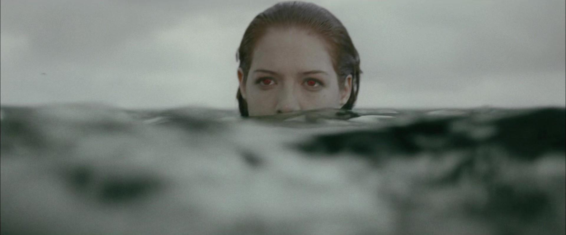 File:Victoria underwater.jpg