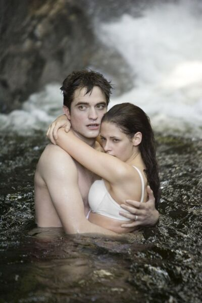 Twilight-saga-breaking-dawn-part-1-movie-photo-04-550x825