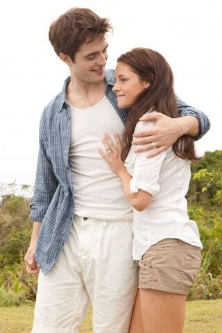 File:Robert-Pattinson-Kristen-Stewart-Twilight-Saga-Breaking-Dawn-Part-1-image-5.jpeg