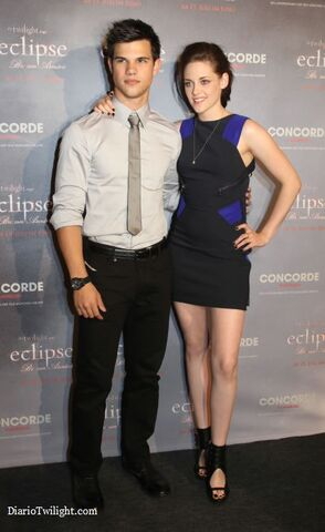 File:Taylor-Kristen-Eclipse-Berlin.jpg