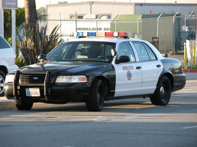 File:Long Beach Airport Police Ford Crown Victoria.jpg