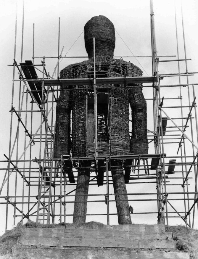 Man under construction, gg 12498