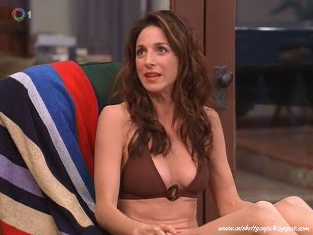 File:Marin Hinkle Two and a Half Men Bikini 5.jpg