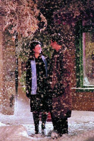 File:Gilmore-girls-love-war-snow.jpg