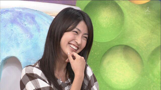 File:Hitomi smiles really cute.jpg