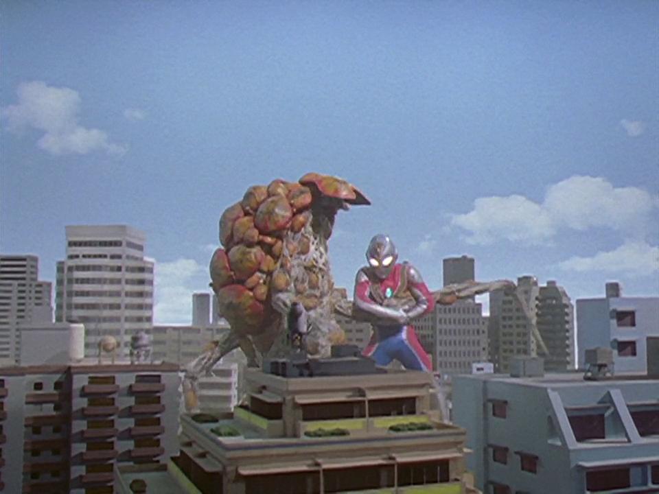File:Frogas vs. Ultraman Dyna.jpg