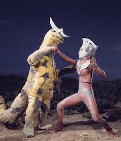File:Re-Eleking vs Ultraman Taro.png