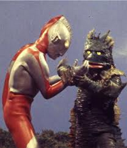 File:Ragon v Ultraman.png