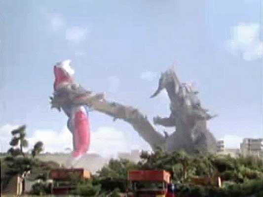 File:Neo Geomos vs. Ultraman Dyna3.jpg