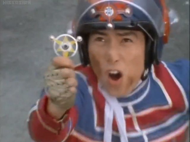 File:Kotaro uses Ultra Badge.png