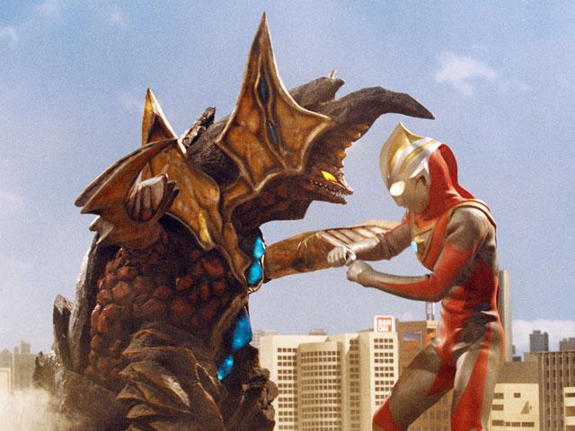File:COV v Ultraman Gaia I.png