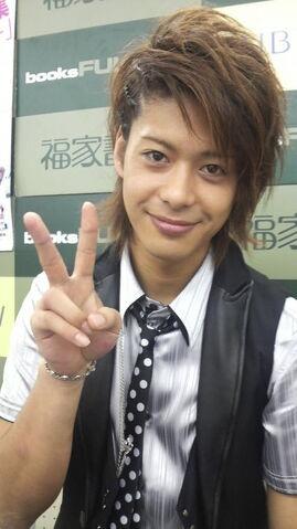 File:Shunji smiles.jpg