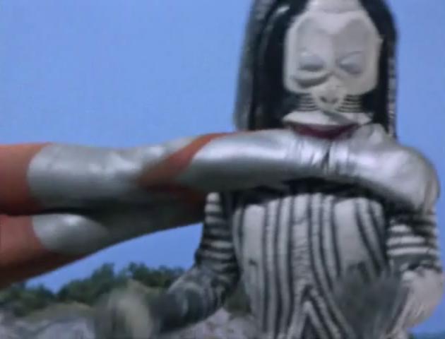 File:Ultraman Rotate Neck Tighten.png