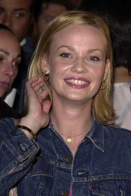 File:Samantha Mathis (13).jpg