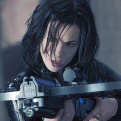 Selene wielding a crossbow.
