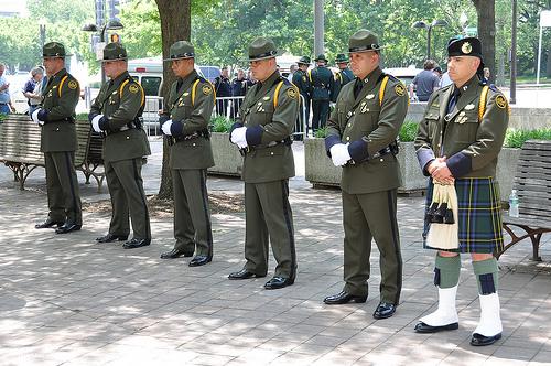 File:Honor guards.jpg