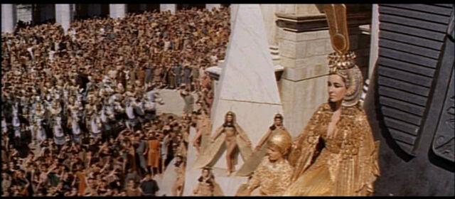 File:1963 Cleopatra trailer screenshot (72).jpg