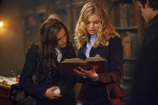 File:Rose, Lissa and Christian in Library.jpg
