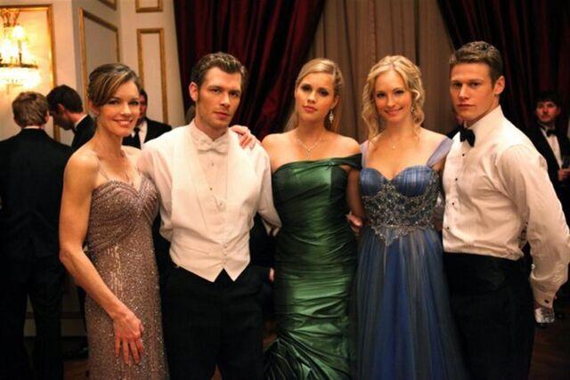 File:Vampire-diaries-season-3-dangerous-liaisons-promo-pics-19-medium.jpg