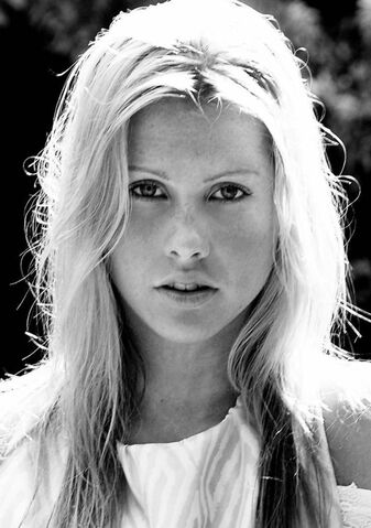 File:Claire Holt 1280019398.jpg