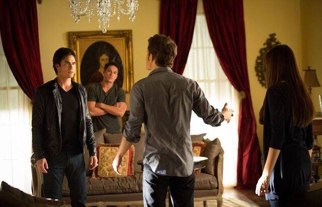 File:The-Vampire-Diaries-4x05-The-Killer-Promotional-Photo-damon-salvatore-32575268-750-484.jpg