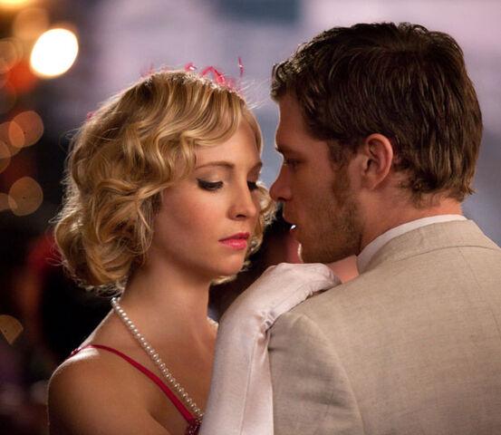 File:Vampire diaries decade dance Klaus and Caroline-1-.jpg
