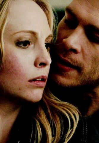 File:Caroline and Klaus 3x21.,..jpg