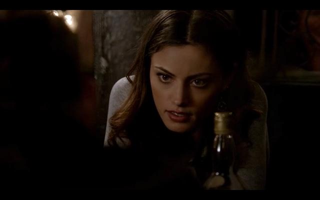 File:1x20-Hayley confronts Klaus.png