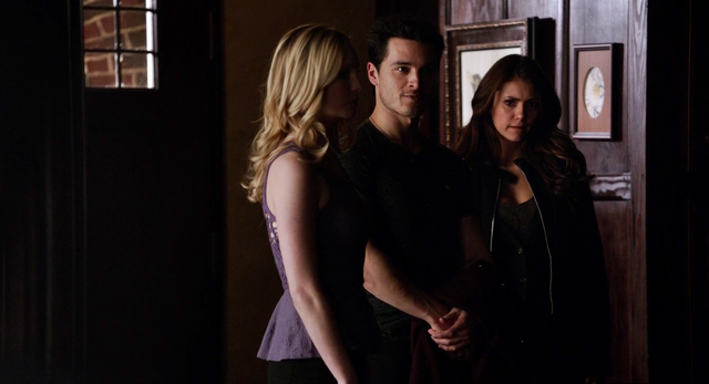 File:Caroline, Enzo and Elena 5x18.png