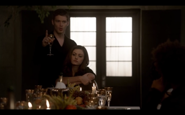 File:1x09-Klaus and Hayley.png