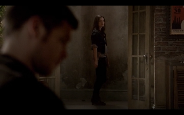 File:1x09-Hayley confronts Klaus 3.png