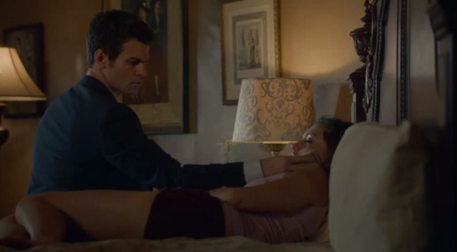 File:Elijah and Hayley deleted scene 1x06.png