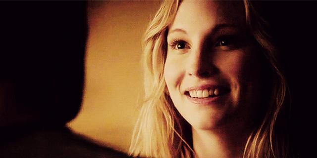 File:Caroline smiling to Klaus- 4x18.png