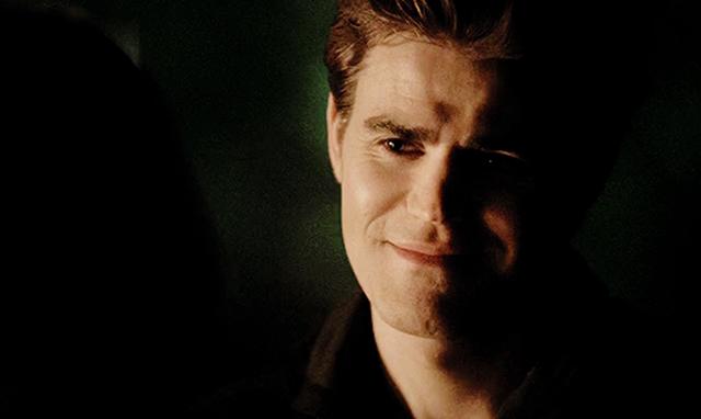 File:Stefan smiling 5x20..png